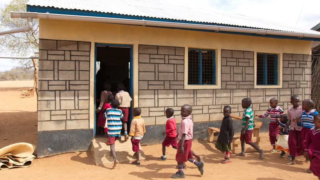 Mboti primary school in Sosoma, Kenya. Here, Better Globe has financed renovations of the preschool in the picture and contributed with water, water tanks and gutters, and more, using money from the donation packages.